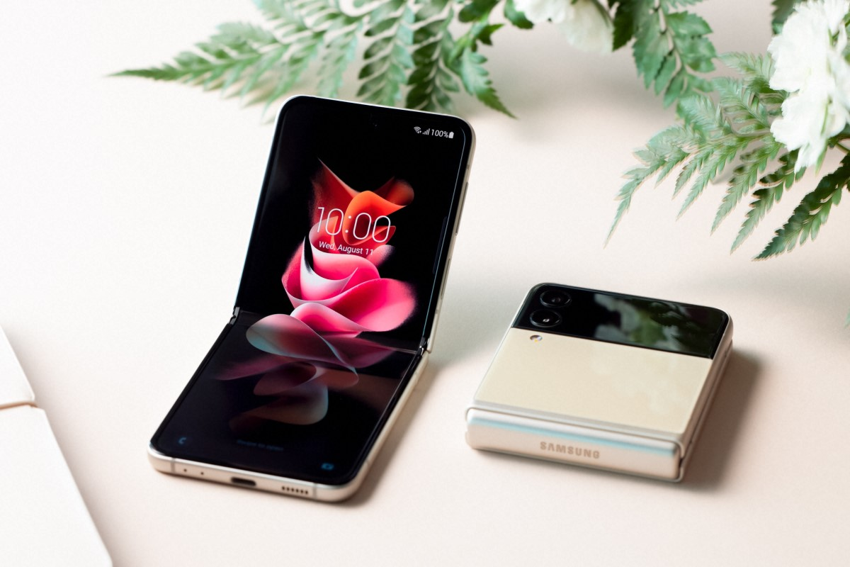 Samsung Galaxy Z Flip3 5G mit Vertrag Display